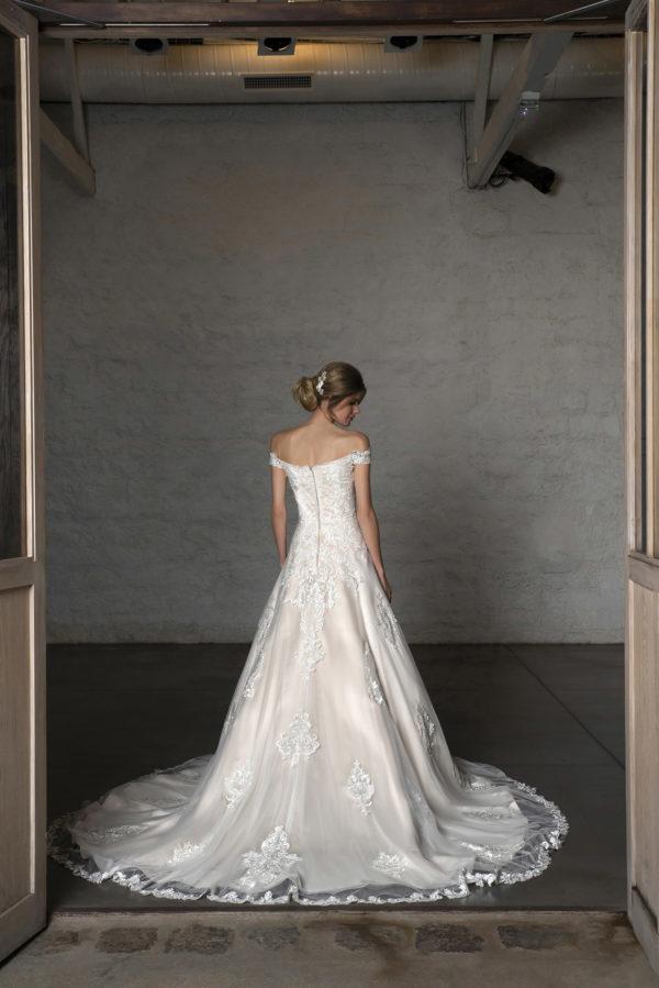 CARELLE, Robe de mariée vue de dos